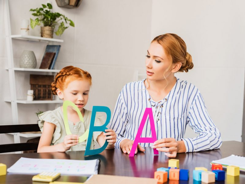 beautiful young mother and concentrated daughter learning alphabet at home  Būreliai ir studijos beautiful young mother and concentrated daughter l Q8E8XF7 scaled 800x600